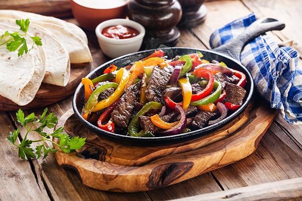 Mexikanische Fajitas con carne