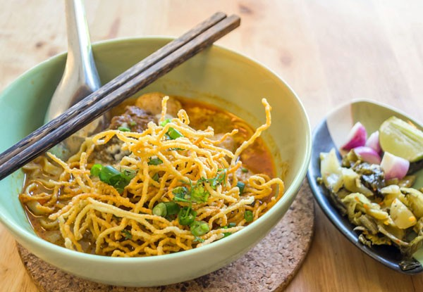 Khao Soi - Nudeln mit Hühnchen-Curry